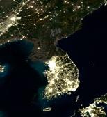 C0044096-Korea_at_night,_satellite_image-SPL
